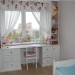 стол у окна в детской комнате фото 3