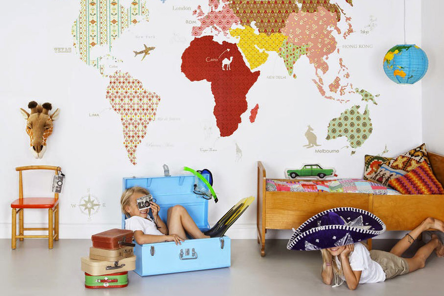 Карта мира в интерьере детской