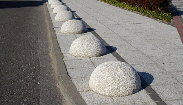 Как установить бетонные полусферы